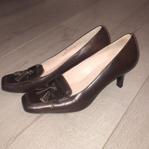 Talbots heeled brown loafer size 8B perfect condit